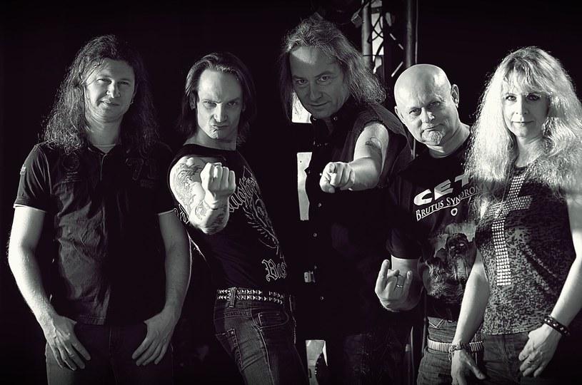 """Jesienią do sklepów trafi nowa płyta metalowej grupy CETI. Zespół pochwalił się, że nagrania """"Snakes of Eden"""" zostały ukończone."""