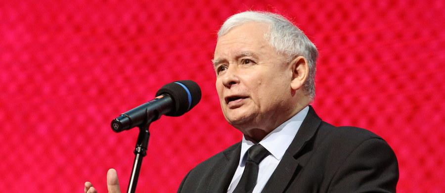 Procedura wszczęta wobec Polski przez KE jest pozatraktatowa - powiedział w czwartek prezes PiS Jarosław Kaczyński. Tylko aktem dobrej woli z naszej strony jest to, żeśmy się do niej stosowali, ale nie musimy się stosować - dodał.