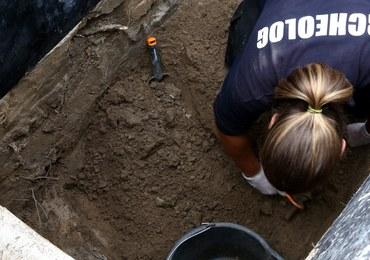 Na Łączce zaczęło się przenoszenie grobów