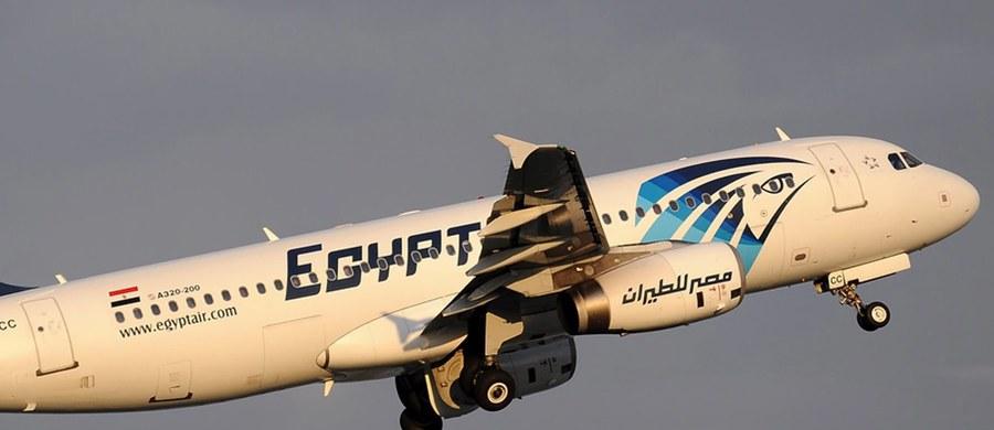 """Samolot linii EgyptAir, który w maju runął do Morza Śródziemnego, najpewniej rozpadł się w powietrzu po pożarze w kokpicie lub w jego pobliżu - podał w piątek późnym wieczorem amerykański dziennik """"New York Times""""."""