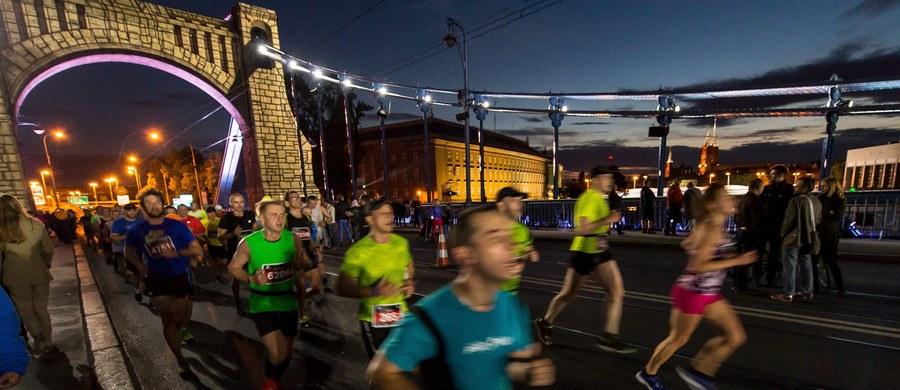 10 tys. biegaczy wybiegnie o godzinie 22 na wrocławskie ulice, by wziąć udział w Nocnym Półmaratonie. Start i meta tradycyjnie będą zlokalizowane przy Stadionie Olimpijskim. Biegacze pokonają 22-kilometrową trasę. Kierowcy i korzystający z komunikacji miejskiej muszą spodziewać się utrudnień.