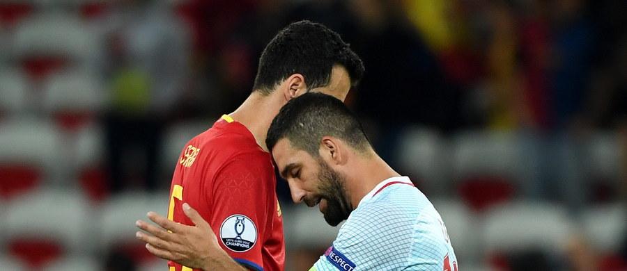 """Tureckie media podziękowały... hiszpańskim piłkarzom za porażkę """"tylko"""" 0:3 w drugiej kolejce meczów grupy D mistrzostw Europy we Francji. """"Mogliśmy przegrać 0:6, a może nawet 0:8"""" - ocenili dziennikarze."""