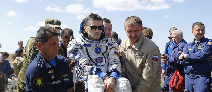 Sojuz TMA-19M z trzema astronautami - Brytyjczykiem Timem Peake, Amerykaninem Timothym Koprą i Rosjaninem Jurijem Malenczenko wylądował pomyślnie w Kazachstanie.