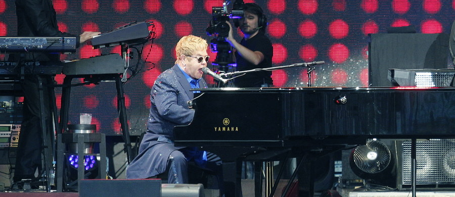 Gigant światowej sceny muzycznej zawitał do Oświęcimia i oczarował polską publiczność… Na Life Festivalu Oświęcim wystąpił Elton John!