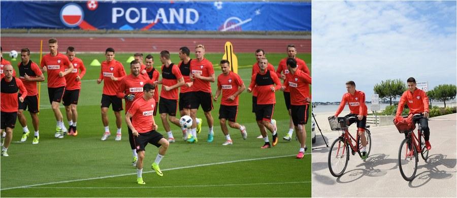Polscy piłkarze przeniosą się dzisiaj ze swojej siedziby w La Baule do Marsylii, gdzie rozegrają jutro ostatni grupowy mecz na mistrzostwach Europy - z Ukrainą. Może się jednak zdarzyć, że już dzisiaj będą mieć gwarancję awansu do 1/8 finału! Warunek: wygrana Anglii ze Słowacją w grupie B.