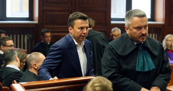 """Konrad Lassota, drugi kelner oskarżony ws. nielegalnych podsłuchów w stołecznych restauracjach, przyznał się w sądzie do stawianych mu zarzutów. """"Jest mi bardzo przykro z powodu mojego udziału w tym procederze"""" - dodał."""