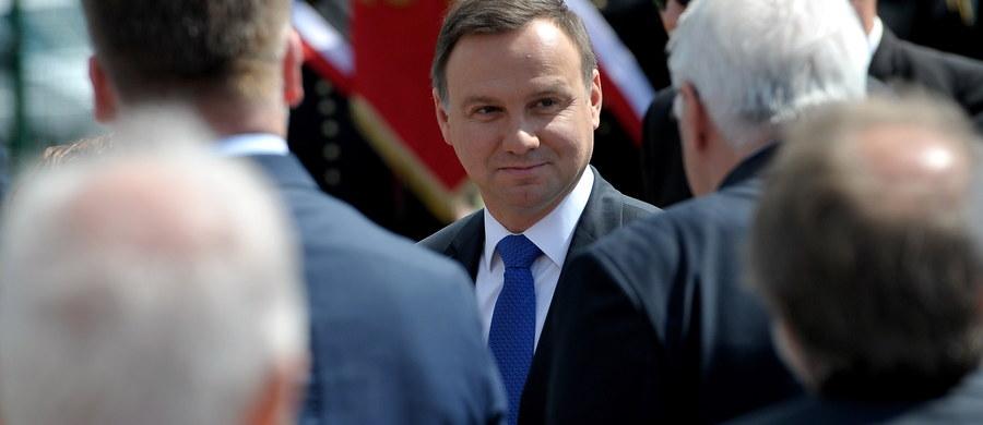 Prezydent Andrzej Duda jest liderem czerwcowego rankingu zaufania; ufa mu 58 proc. Polaków - wynika z sondażu CBOS. Na kolejnych miejscach są: premier Beata Szydło (50 proc. zaufania) oraz Paweł Kukiz (44 proc.).
