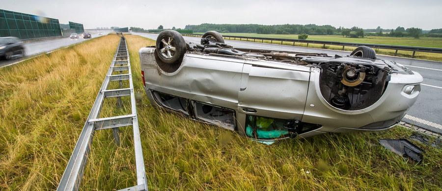 Członkowie zespołu Skaldowie podróżowali samochodem, który miał wypadek na autostradzie A1 w województwie kujawsko-pomorskim. Auto dachowało między węzłami Kowal i Kutno. W sumie poszkodowanych zostało 6 osób.