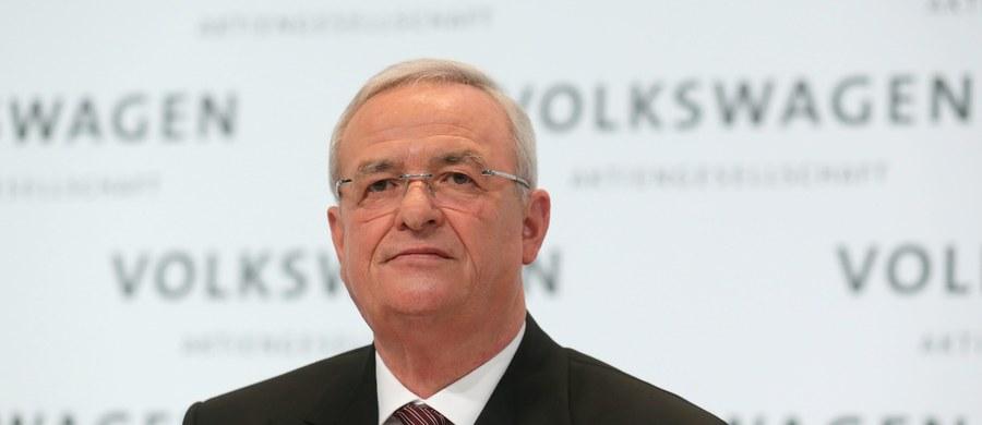 Były prezes koncernu Volkswagen Martin Winterkorn został objęty śledztwem jako podejrzany o manipulacje rynkowe w związku ze skandalem na tle ukrywania zawyżonej emisji szkodliwych substancji w spalinach - poinformowała prokuratura w Brunszwiku.