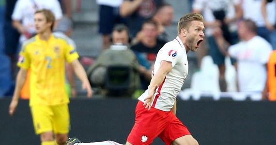 Po ciężkiej pierwszej połowie meczu Polska-Ukraina na Euro 2016, biało-czerwoni zdobyli w końcu bramkę. W 54. minucie Kuba Błaszczykowski dobrze odnalazł się z piłką w polu karnym, zmylił obrońców i mocno strzelił na dalszy słupek.