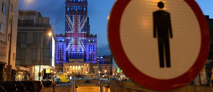 Jeśli Wielka Brytania wyjdzie z Unii Europejskiej, strefa euro będzie dominować, a wtedy Unia jako całość może stać się fasadą - powiedział minister spraw zagranicznych Witold Waszczykowski. To jest scenariusz niedobry dla Polski - dodał. W czwartek Brytyjczycy w referendum decydują o tym, czy ich kraj ma pozostać, czy wyjść z Unii Europejskiej.