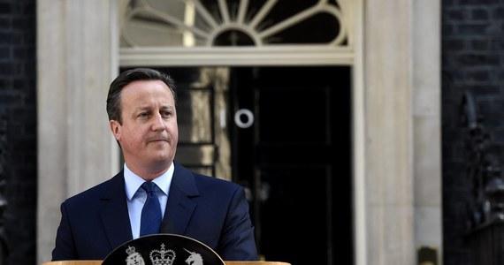 Premier Wielkiej Brytanii David Cameron powiedział w piątek, że do października poda się do dymisji po tym, jak w czwartkowym referendum Brytyjczycy zagłosowali za wyjściem z Unii Europejskiej.