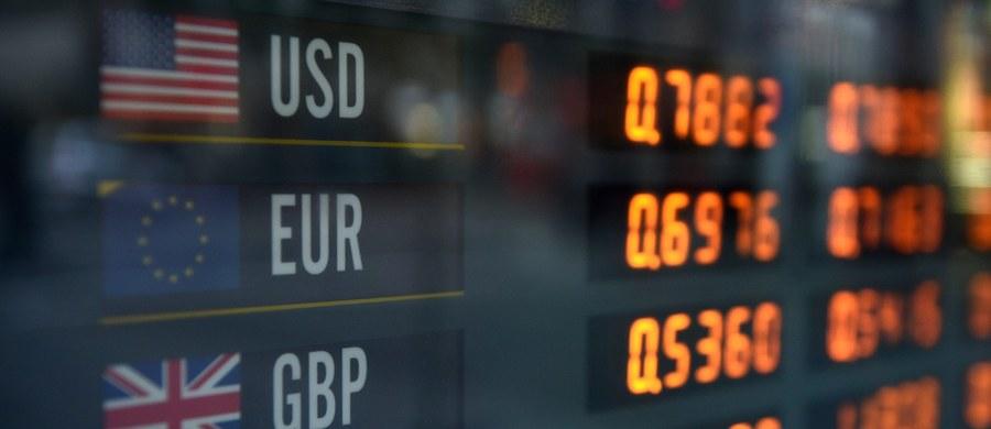W krótkim terminie na Brexicie ucierpią na pewno ci Polacy, którzy mają kredyty w walutach obcych, w euro i we franku - podkreśliła w rozmowie z Polską Agencją Prasową główna ekonomistka Lewiatana dr Małgorzata Starczewska-Krzysztoszek. Dodała, że ze względu na osłabienie złotego wzrośnie dług państwa.