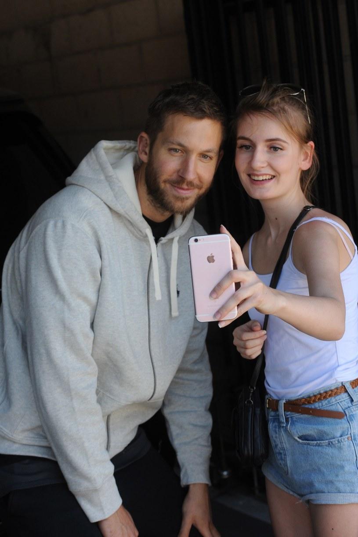 """Po ostatnim """"uwolnieniu"""" się od Taylor Swift, Calvin Harris, 32-letni szkocki DJ odniósł się do szybkiego pocieszenia, jakie jego była znalazła w ramionach aktora Toma Hiddlestone'a."""