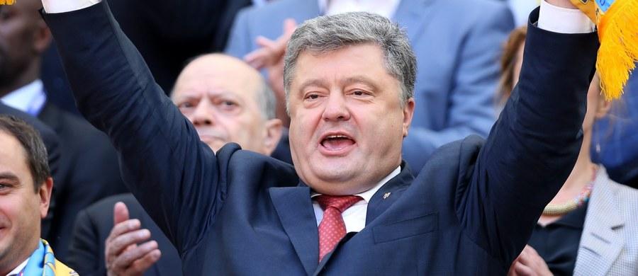 """Prezydent Ukrainy Petro Poroszenko jest przekonany, że Wielka Brytania pozostanie w zjednoczonej Europie. Zaapelował o wspólny front przeciwko oponentom UE i ich """"hojnym sponsorom""""."""