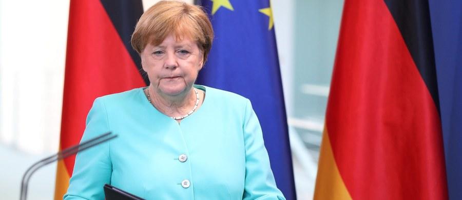 Kanclerz Niemiec Angela Merkel przyznała, że decyzja Wielkiej Brytanii o wyjściu z Unii Europejskiej jest momentem przełomowym dla Europy i dla procesu europejskiej integracji. Szefowa niemieckiego rządu wezwała do spokoju i rozwagi.