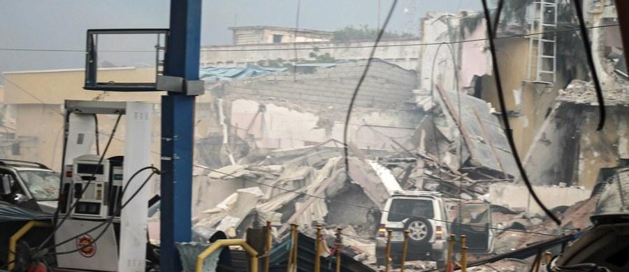 Kilkanaście osób zginęło, a kilkadziesiąt zostało rannych w ataku talibów na hotel w stolicy Somalii, Mogadiszu - poinformowała miejscowa policja. Napastnicy wzięli jako zakładników gości hotelowych.