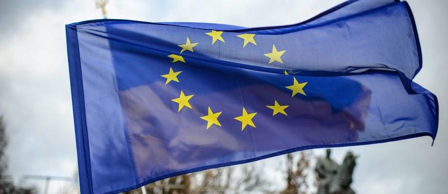 """Agencja Standard & Poor's (S&P) obniżyła rating Unii Europejskiej z """"AA+"""" do """"AA"""", wskazując na obawy o jedność UE po brytyjskim referendum. Wskazano też, że po Brexicie UE może mieć """"mniejszą elastyczność budżetową""""."""