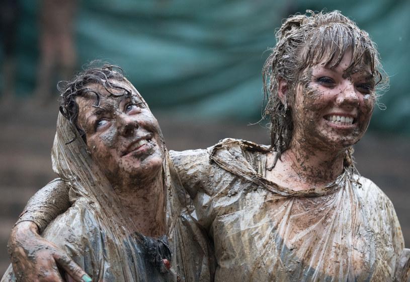 Tegoroczna odsłona Glastonbury, czyli jednego z najpopularniejszych światowych festiwali, nie miała szczęścia do pogody. Pomysłodawca i fundator imprezy, Michael Eavis, powiedział, że zakończona w niedzielę (26 czerwca) edycja jest najbardziej błotnistą w historii wydarzenia.