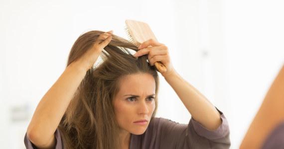 autoagresja wypadanie włosów
