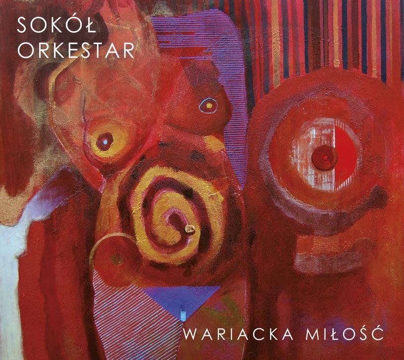"""Najpierw był kozacki duet z Aloszą Awdiejewem, potem porywająca, wirtuozerska, szalona """"Tcherga"""" i dwa świetne utwory z Mają Sikorowską, a na końcu """"Zakopianka"""" z satyrycznym tekstem, mocno osadzona w bałkańskich rytmach i na basie tuby. Tak Przemek Sokół z zespołem utrzymywał nas w stanie oczekiwania po debiutanckim """"Slavic Soul"""". Jaka będzie druga płyta i na ile laureaci legendarnego festiwalu muzyki bałkańskiej w Guczy spełnią nasze oczekiwania? Nawet po premierze """"Wariackiej miłości"""" - i tej płytowej i koncertowej - wciąż ciężko odpowiedzieć na to pytanie."""