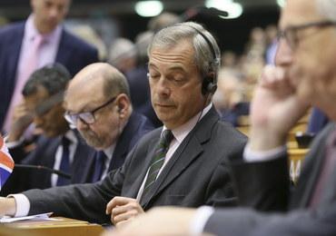 W PE wygrywają zwolennicy ukarania Brytyjczyków za Brexit. PiS próbowało odwołać szefa KE