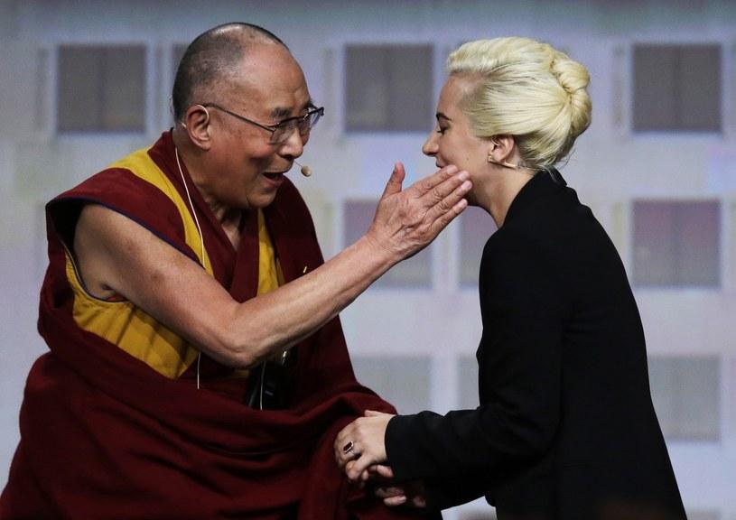 """Lady Gaga została """"zakazana"""" przez władze chińskie po spotkaniu z Dalajlamą."""