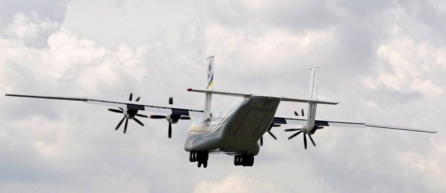 Awaryjne lądowanie samolotu pasażerskiego na Okęciu. Maszyna lecąca z Gdańska miała uszkodzoną oponę. Informację o zdarzeniu dostaliśmy na Gorącą Linię RMF FM.