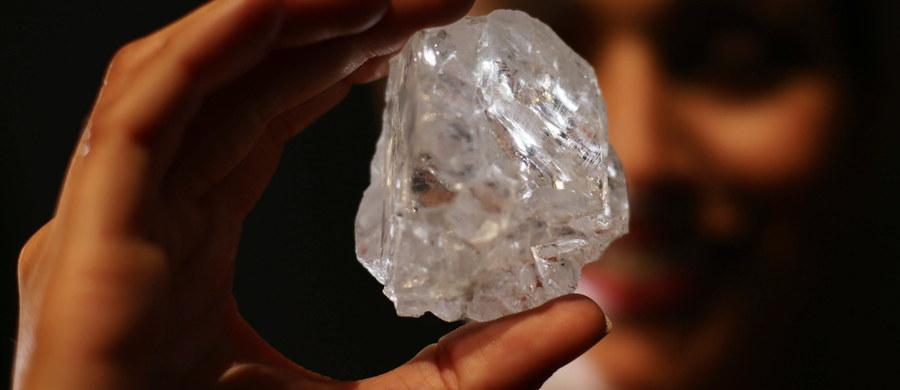 Waży ponad 220 gramów i prawdopodobnie stanie się najdroższym diamentem na świecie. Na aukcji w Londynie zostanie dziś wystawiony Lesedi la Rona - kamień znaleziony w Botswanie w listopadzie ubiegłego roku.