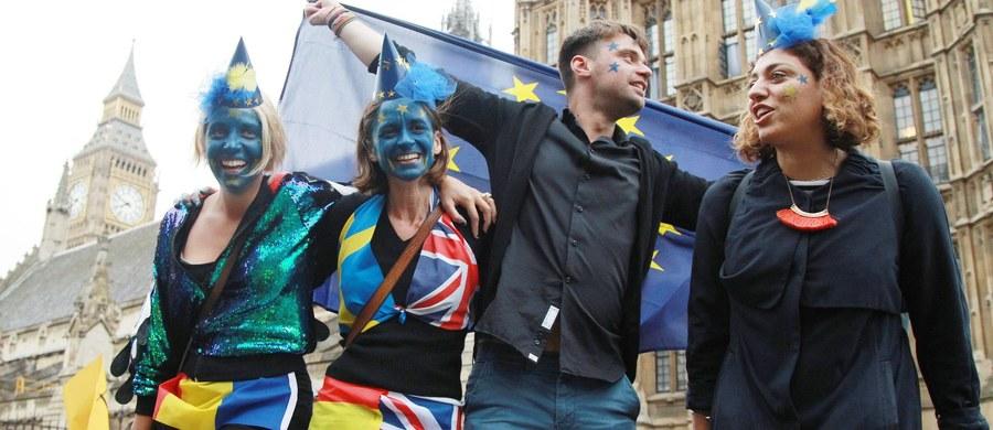 """Zapewnienia o utrzymaniu jedności zaczynają brzmieć nieco fałszywie.  """"Unia wielu prędkości – to moje przekonanie, to moje credo"""" – powiedział premier Belgii Charles Michel. Oznacza to, że Europa dwóch prędkości jest praktycznie przesądzona."""