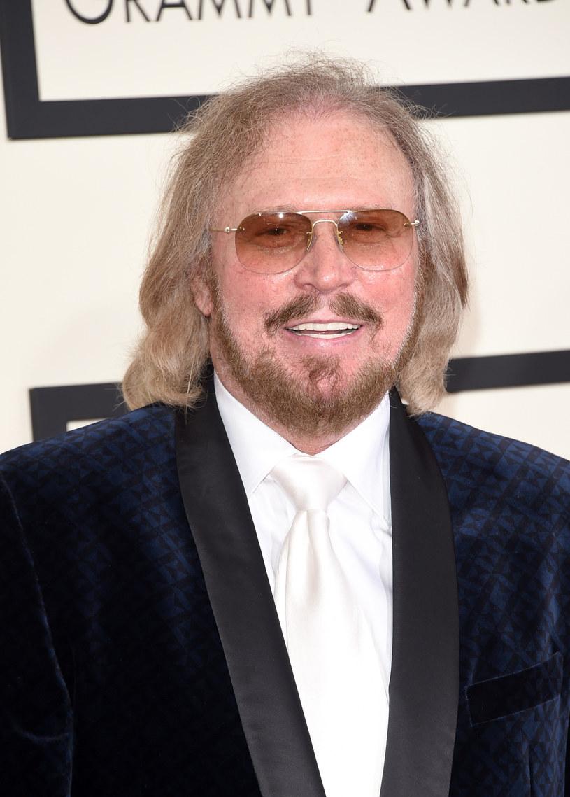 Gwiazda zespołu Bee Gees, Barry Gibb ogłosił swój wielki powrót podczas wspólnego występu z Coldplay na scenie festiwalu Glastonbury (niedziela 26 czerwca).