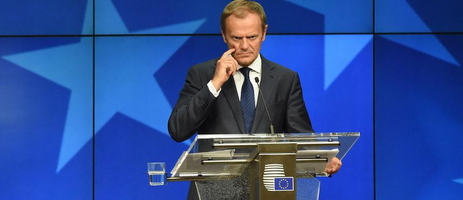 """Żaden z przywódców 27 państw unijnych nie postulował na nieformalnym szczycie w Brukseli zmiany traktatu UE - poinformował szef Rady Europejskiej Donald Tusk po zakończeniu spotkania. """"Czasami co innego mówi się w swoich krajach, ale tutaj w Brukseli ludzie nabierają może dystansu do własnych emocji"""" - powiedział były premier polskim dziennikarzom."""