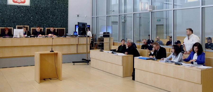 Przed Sądem Okręgowym w Gliwicach ruszył proces w głośnej sprawie zabójstwa sprzed  15 lat. We wrześniu 2001 roku małżeństwo z Gliwic zostało wówczas porwane i zamordowane. Sprawcy chcieli odzyskać dług. Sprawa wyszła na jaw dopiero po 14 latach. Na ławie oskarżonych zasiada 5 osób.