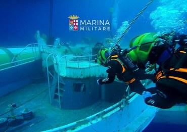 Podniesiono wrak statku, który zatonął z migrantami. Większość z nich była zamknięta pod pokładem