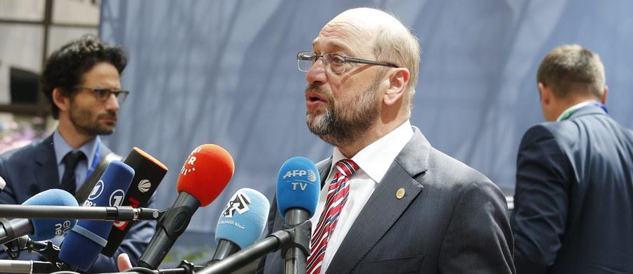 Debata Parlamentu Europejskiego i rezolucja nt. praworządności w Polsce i prawa aborcyjnego w naszym kraju - przełożone ze względu na Brexit. Jak informuje brukselska korespondentka RMF FM Katarzyna Szymańska-Borginon, szefowie grup politycznych w PE ustalili, że debata nie odbędzie się ani na sesji w lipcu, ani we wrześniu. Co więcej, jak usłyszała nasza dziennikarka, jeśli w sprawie Polski nie wydarzy się nic istotnego - debata w ogóle się nie odbędzie.