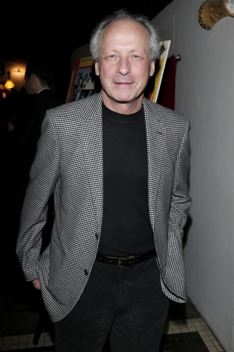 """Paweł Wawrzecki w polskiej wersji językowej filmu """"BFG: Bardzo Fajny Gigant"""" Stevena Spielberga wciela się w rolę tytułowego olbrzyma. Aktor stanął przed ogromnym wyzwaniem - w czasie nagrywania ścieżki dźwiękowej nie mógł zobaczyć filmu w całości. Dlaczego? """"Producenci bali się, żeby film nie wyciekł do internetu"""" - mówi aktor."""