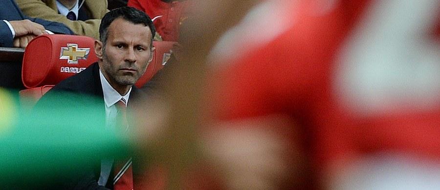 """Były walijski piłkarz Ryan Giggs, który spędził w Manchesterze United 29 lat, odchodzi z klubu - poinformował dziennik """"Daily Mail"""". Giggs zakończył karierę zawodniczą w 2014 roku, ale pozostał na Old Trafford, pełniąc funkcję asystenta trenera."""