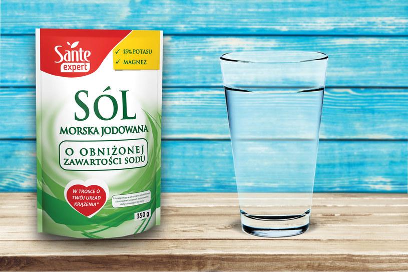 SANTE obaliło mit, że sól musi szkodzić! Jak z białego zabójcy uczynić sprzymierzeńca zdrowia? Uchylamy rąbka tajemnicy - niska zawartość sodu, 15 procent potasu, magnez jako naturalny przeciwzbrylacz. Jak to działa? Przeczytaj o soli niskosodowej Sante.