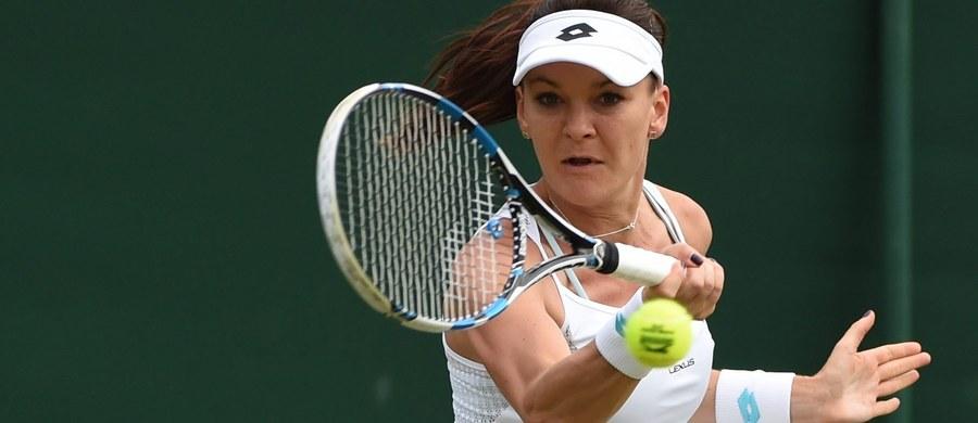 Rozstawiona z numerem trzecim Agnieszka Radwańska pokonała w Londynie Anę Konjuh 6:2, 4:6, 9:7 w drugiej rundzie wielkoszlemowego Wimbledonu. Chorwacka tenisistka w końcówce spotkania doznała poważnej kontuzji kostki, ale dograła mecz do końca.
