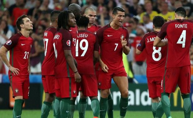 Portugalscy komentatorzy zgodnie twierdzą, że ich zespół awansował w sposób niezwykle szczęśliwy, pokonując dopiero po rzutach karnych potencjalnie słabszą Polskę. Nie brak też głosów, że biało-czerwoni zasłużyli na półfinał Euro 2016.