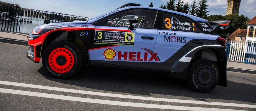 Belg Thierry Neuville jadący Hyundaiem I20 WRC wygrał w czwartek superoes na Mikołajki Arena i prowadzi w Rajdzie Polski, siódmej rundzie mistrzostw świata. Obrońca tytułu Francuz Sebastien Ogier (VW Polo WRC) miał czwarty czas, gorszy o 0,4 s od zwycięzcy. Drugi był Norweg Andreas Mikkelsen (VW Polo WRC) - strata 0,2 s, a trzeci Estończyk Ott Tanak (Ford Fiesta WRC) – 0,3 s.