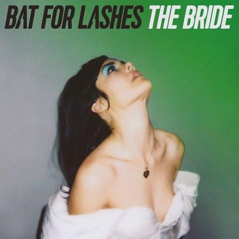 Natasha Khan dokonuje niemożliwego, a przynajmniej nieoczekiwanego. Nagrywa najlepszą płytę w swojej karierze.