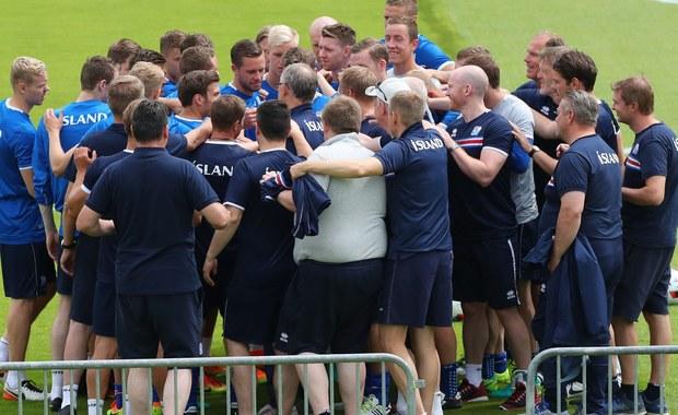 Nowo wybrany prezydent Islandii Gudni Johannesson zapowiedział, że ćwierćfinał piłkarskich mistrzostw Europy między reprezentacją jego kraju a Francją będzie oglądał na stadionie w podparyskim Saint-Denis wśród kibiców i ubrany w narodowe barwy.