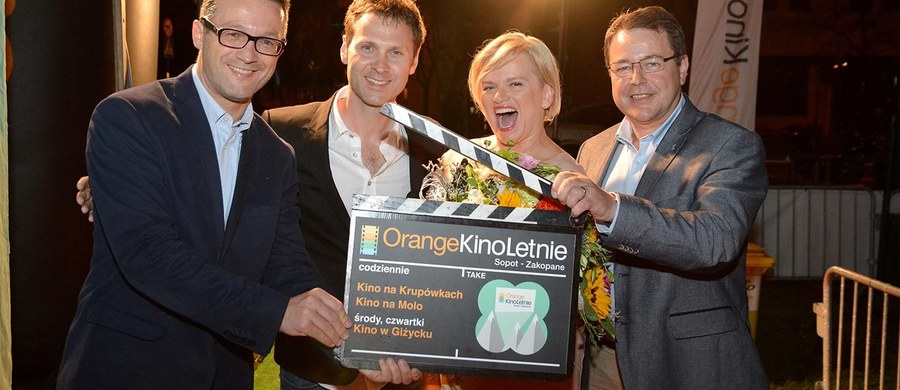 """Najdłuższy wakacyjny festiwal filmowy - Orange Kino Letnie - rozpoczął się w piątek w Zakopanem. Przez całe lato tuż przy Krupówkach, na molo w Sopocie i w Giżycku będzie można na świeżym powietrzu obejrzeć najwybitniejsze, ale także najbardziej popularne filmy kina światowego i polskiego. """"To kino z gwiazdami i pod gwiazdami"""" - mówi twórca festiwalu, Paweł Adamski"""