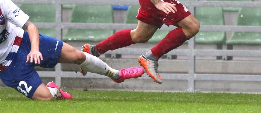 Możliwe, że wkrótce Messi czy Lewandowski nie będą już drżeli o swoje nogi przy każdym faulu. Przygotowane przez Polaków ochraniacze sprawią, że piłkarz niemal nie odczuje bólu zadanego przez przeciwnika. Energię kopnięcia pochłonie ochraniacz.