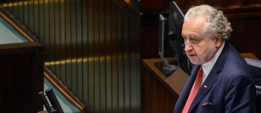 W związku ze złożeniem poprawek, Sejm odesłał we wtorek do komisji sprawiedliwości i praw człowieka projekt nowej ustawy o Trybunale Konstytucyjnym. Komisja zbiera się tego dnia o godz. 16. Głosowanie nad ustawą ma się odbyć jeszcze na obecnym posiedzeniu Izby.