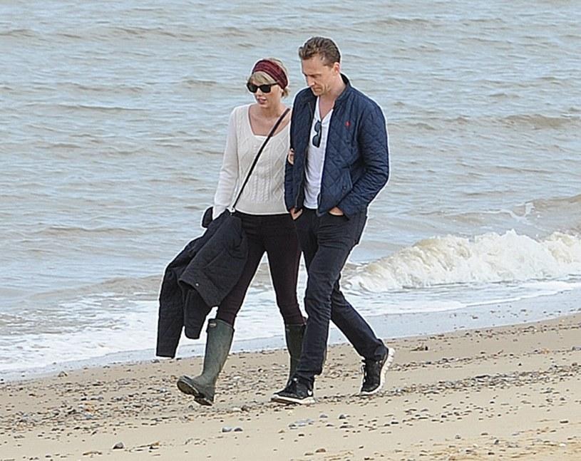 Rozejście się Taylor Swift z Calvinem Harrisem i szybkie znalezienie pocieszenia w ramionach aktora Toma Hiddlestona dla wielu fanów wokalistki było sporym szokiem. Niektórzy ukuli nawet teorii spiskową, że związek Swift – Hiddleston wcale nie jest prawdziwy...