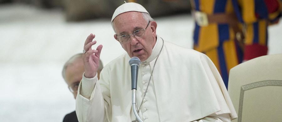 """Papież Franciszek przyjął rezygnację arcybiskupa Paraiby (północno-wschodnia Brazylia) Aldo di Cillo Pagotto - poinformował Watykan. Usunięcie z urzędu nastąpiło, jak wynika z kanonu, z """"poważnej przyczyny"""". Hierarchę zawieszono za przyjęcie księży wyrzuconych z innych diecezji."""