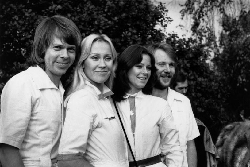 """""""Jestem dziewczyną ze złotymi włosami"""", śpiewała Agnetha Faltskog w """"Thank You For The Music"""", jednym z wielu przebojów zespołu ABBA. To właśnie w tej dziewczynie ze złotymi włosami zakochał się Björn Ulvaeus, kiedy po raz pierwszy zobaczył ją w telewizyjnym show """"Studio 8"""" w 1968 roku. Jak wspomina, rok później był już zakochany po uszy."""