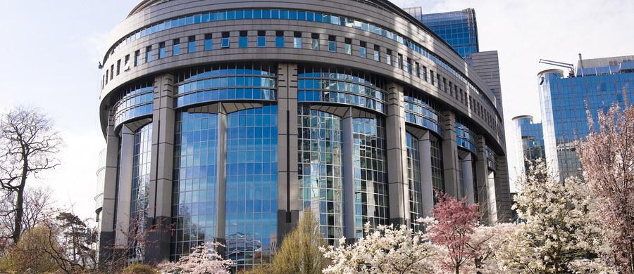 Trwa ping pong w sprawie terminu kolejnej już debaty w Parlamencie Europejskim na temat praworządności w Polsce. Decyzję w tej sprawie daty przesunięto na początek września.